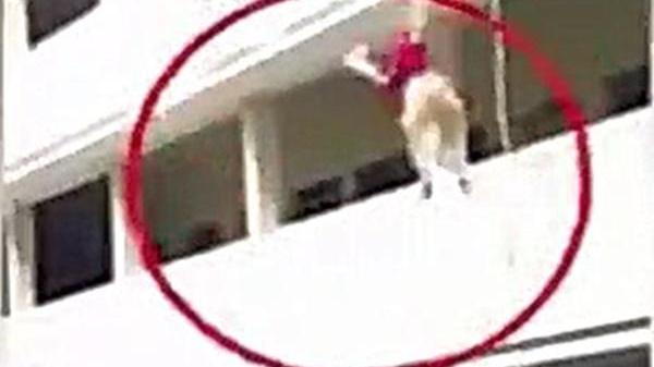 Kinh Hoàng: Diễn tập cứu hộ, nữ sinh rơi từ tầng 3 xuống tử vong tại chỗ