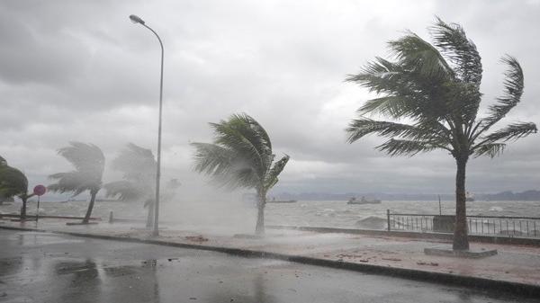 Áp thấp nhiệt đới áp sát vào đất liền, Biển Đông sắp có bão