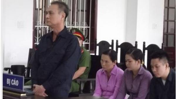 Xét xử vụ tham ô ở trường THPT Võ Văn Kiệt ở Vĩnh Long: Kế toán tặng nhiều quà giá trị cho gia đình hiệu trưởng