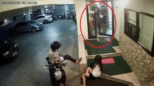 """Cô gái bị đánh bầm dập trong hầm gửi xe, phản ứng của 4 thanh niên khiến tất cả """"lạnh gáy"""""""