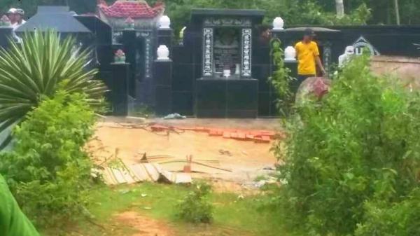 Cận cảnh hiện trường vụ thảm án kinh hoàng 3 người t.ử vong nghi bị sát hại trong nghĩa địa