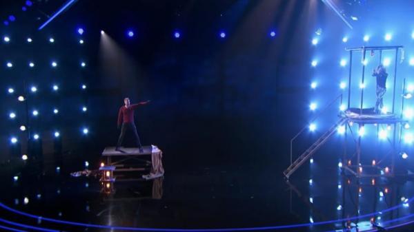 Màn ảo thuật 'dịch chuyển không gian', bất ngờ biến mất trước mắt hàng trăm khán giả chỉ trong giây lát