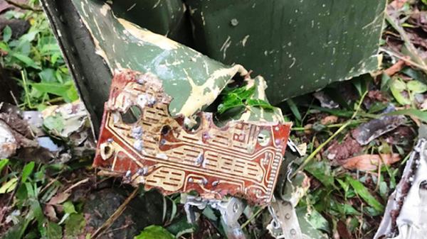 Nhói lòng  cảnh đưa thi thể 2 phi công vụ máy bay Su-22U tử nạn kinh hoàng về nhà tang lễ