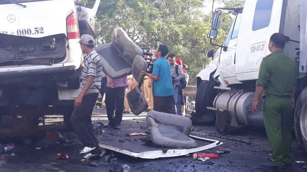 Hiện trường kinh hoàng vụ tai nạn xe đón dâu làm 13 người thiệt mạng thảm khốc