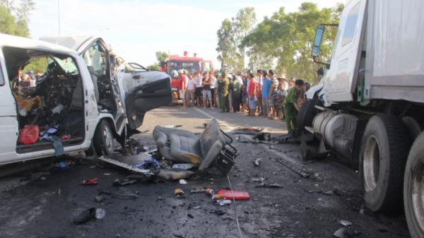 Tai nạn thảm khốc: Thi thể chú rể cùng 12 người thân được đưa về quê an táng trong nước mắt của bà con lối xóm