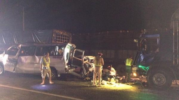 Tai nạn kinh hoàng: 4 xe va chạm liên hoàn khiến 12 người thương vong