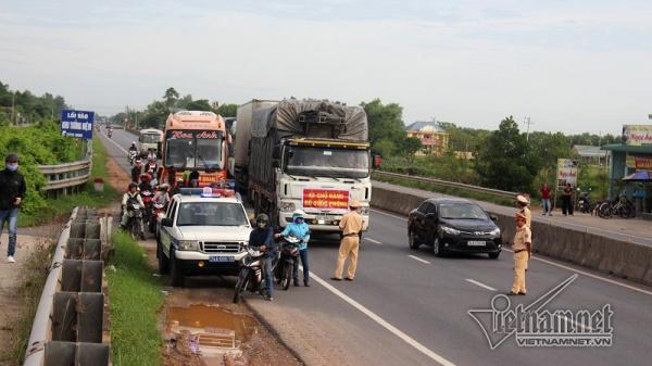 Vụ tai nạn khiến 13 người t.ử vong: Hàng trăm ô tô nhường đường xe tang 4 nạn nhân đầu tiên