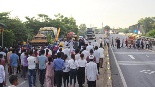 Xót xa: Nghìn người tiễn đưa nạn nhân vụ xe rước dâu gặp nạn