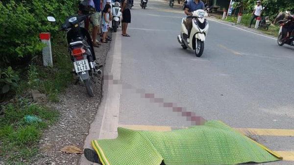 Kinh hoàng: Người đàn ông bất ngờ lao đầu vào gầm xe container tự t.ử, người đi đường và lái xe thất thần