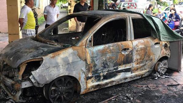 Xe ô tô của đại uý CSGT BẤT NGỜ bị đốt cháy rụi trước cổng trụ sở