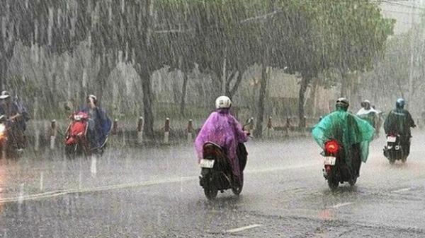 Cảnh báo: Áp thấp giữa Biển Đông gây ra mưa giông, gió giật mạnh ở nhiều vùng biển