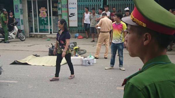 Va chạm với xe container, nam thanh niên đi xe máy mặc áo grab bị kéo lê gần 50 mét, tử vong tại chỗ