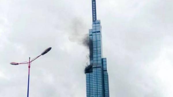 Khói đen bốc lên từ tòa nhà Landmark 81