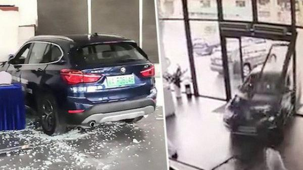 Đánh nhầm chân phanh thành chân ga, một nữ tài xế đâm nát một đại lý BMW