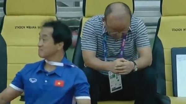 Bất ngờ trước lí do HLV Park Hang Seo không ăn mừng, ngồi tâm trạng khi Quang Hải ghi bàn
