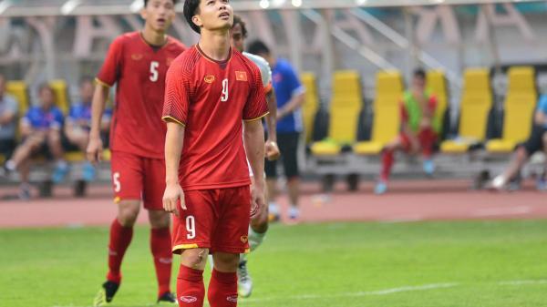 Đi vào lịch sử với 2 lần sút trượt pen, Công Phượng vẫn giúp Olympic Việt Nam 'hủy diệt' đối thủ tại ASIAD 2018