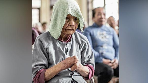 """""""Mẹ già rồi, hãy bao dung mẹ hơn"""" - bức thư khiến hàng triệu người làm con thổn thức!"""