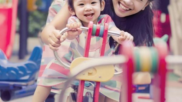 Chân dung con gái 5 tuổi cực xinh xắn đáng yêu của diễn viên Mai Phương, mẹ bệnh rồi các cô chú sẽ thay nhau chăm con
