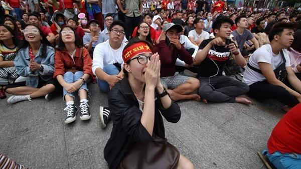 Thua rồi, đến Trời cũng khóc thương cho Việt Nam, các chàng trai đã quá vất vả rồi!