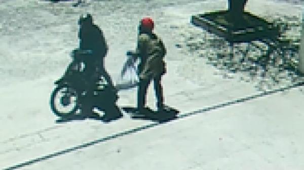 NÓNG: Đã bắt được 2 nghi phạm dùng súng cướp ngân hàng gây rúng động