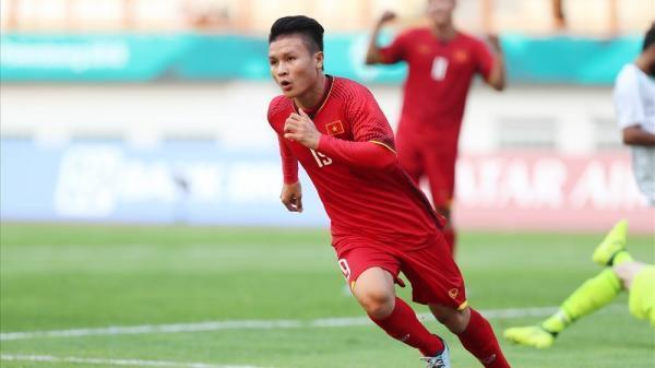 Tỏa sáng trong màu áo của đội tuyển U23 Việt Nam, Quang Hải vinh dự được nâng cúp Ngoại hạng Anh