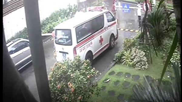 Bảo vệ bất ngờ chặn xe cấp cứu khiến một bệnh nhân đột quỵ chết thương tâm: Xe phải chặn, sống chết mặc kệ