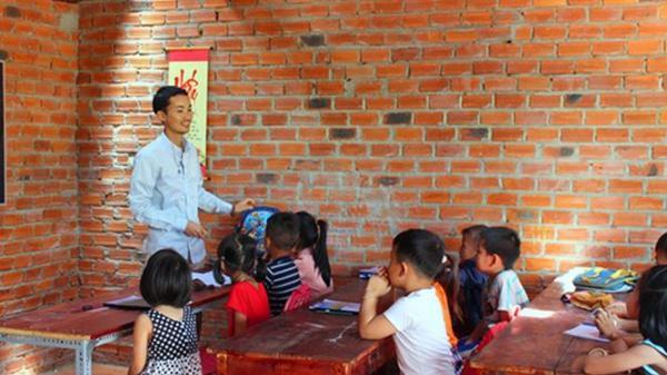 Đắk Lắk: Cảm động lớp học miễn phí của thầy giáo 9x mắc bệnh ung thư