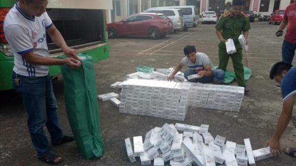 Đắk Lắk: Bắt quả tang xe khách độ chế hầm tinh vi chở hàng nghìn gói thuốc lá lậu