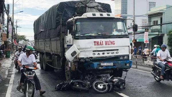 Kinh hoàng: Xe tải tông liên hoàn 8 xe máy khiến 11 người cấp cứu