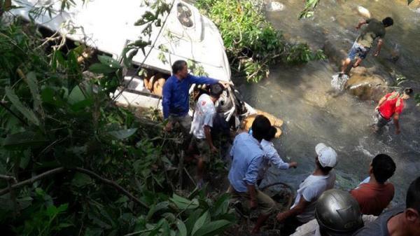 Cận cảnh hiện trường tai nạn thảm khốc làm 11 người chết và 4 người bị thương nặng