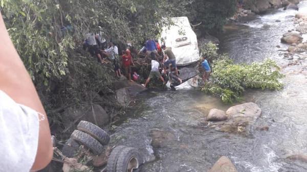 Nguyên nhân bất ngờ vụ tai nạn thảm khốc xe bồn lao vào xe khách khiến ít nhất 14 người thương vong