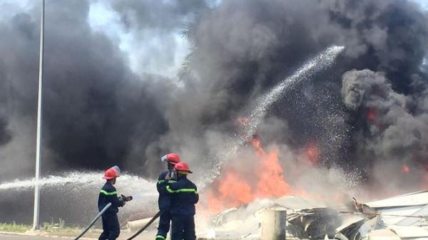 Kinh hoàng: Cháy lớn tại Nhà thi đấu TDTT, người dân hoảng hốt bỏ chạy