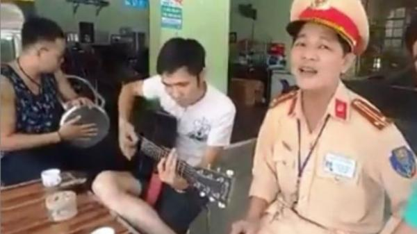 CLIP: CSGT hát song ca cùng người vi phạm tại Nghệ An