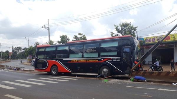 Đắk Nông: Hé lộ nguyên nhân vụ xe khách trượt dài vào dải phân cách khiến hàng chục hành khách la hét trong hoảng loạn
