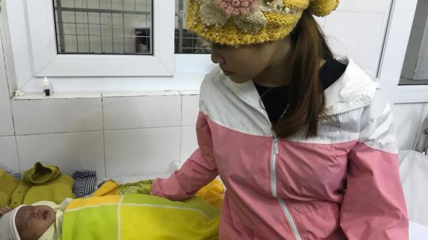 Nhỏ sữa vào mắt chữa rỉ, mẹ chết lặng khi biết con gái bị loét thủng giác mạc