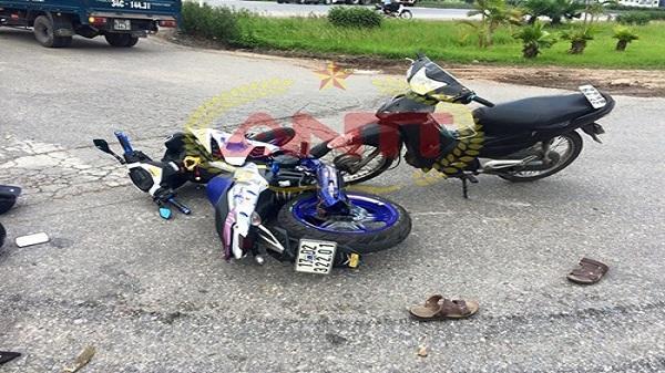 Hải Dương: Tài xế thoát chết sau cú tông trực diện giữa 2 xe máy