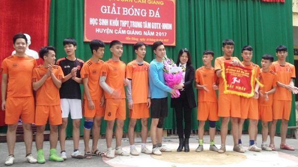 Ninh Giang, Cẩm Giàng: Tổ chức giải bóng đá khối trường THPT