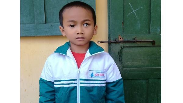 Hải Dương: Ngậm ngùi hoàn cảnh bé trai bị ung thư mắt với ước mơ làm cảnh sát