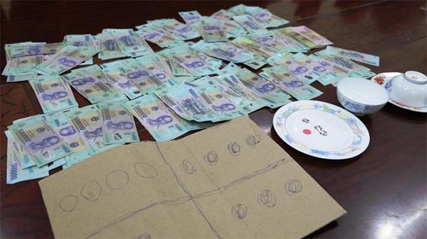 Hải Dương: Đánh bạc trong kho hàng, 12 người hầu tòa
