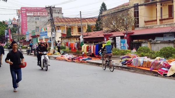 Lộn xộn trước cổng Bệnh viện Đa khoa huyện Cẩm Giàng