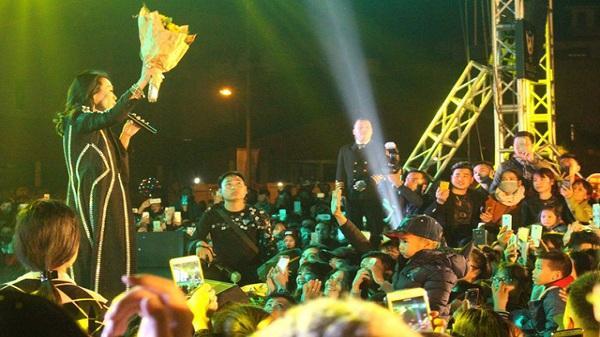 Hải Dương: Hàng nghìn sinh viên xem Mỹ Tâm biểu diễn