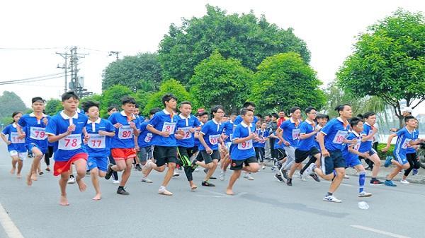 Thanh niên sôi nổi tham gia Giải việt dã Báo Hải Dương lần thứ 26