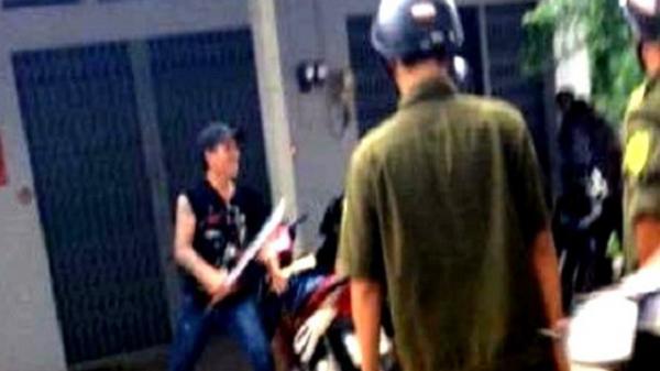 """Hải Dương: Nam thanh niên nghi """"ngáo đá"""", cầm dao chém trưởng công an xã"""