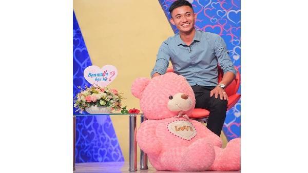Anh chàng điển trai quê Hải Dương mang theo gấu bông trong 'Bạn muốn hẹn hò' khiến hội chị em 'đổ ầm ầm'