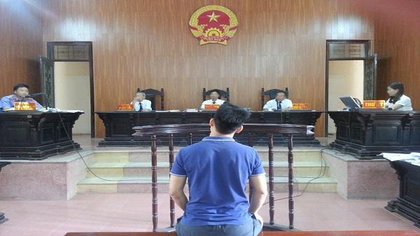 Hải Dương: 3 năm tù cho khách chiếm đoạt điện thoại của lái xe taxi