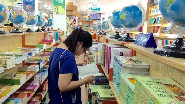"""Hải Dương: """"Ép"""" học sinh mua sách tham khảo, lãnh đạo Phòng GDĐT xin lỗi"""
