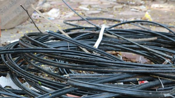 Hải Dương: Điều tra vụ kẻ gian cắt trộm 130m dây cáp viễn thông