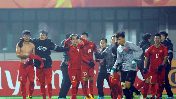 Video: U23 VN lập đại công, cầu thủ Hải Dương đón sinh nhật khó quên trên đất Trung Quốc
