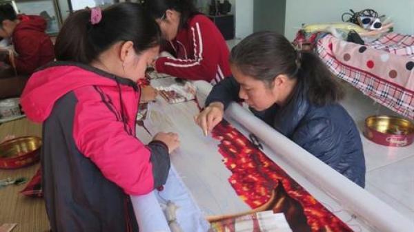 """""""Giữ lửa"""" cho nghề thêu truyền thống của tỉnh Hải Dương"""