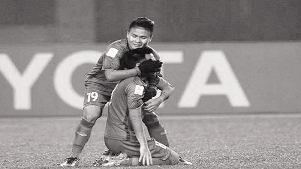 Gạt nỗi đau mất người thân, tuyển thủ quê Hải Dương kiên cường chơi trọn trận thắng Qatar